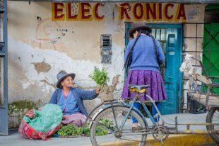 marchande de légumes au Pérou